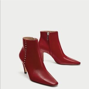 Zara Red Boots with Stud Accents in a Size 6